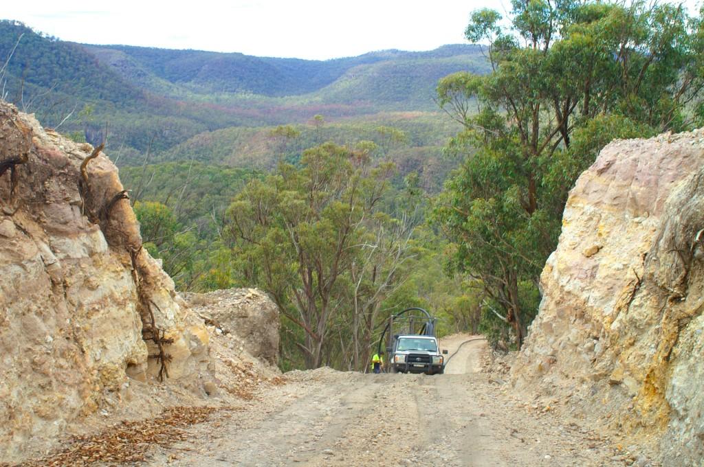 Passage creusé dans la roche