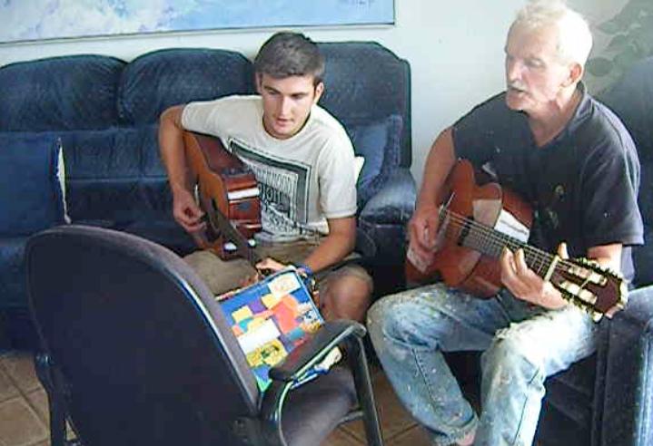 "Petite session guitare, ""Waltzing Matilda"", avec Neil"