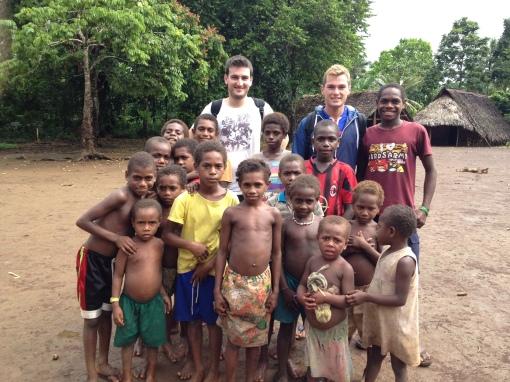 Les enfants du village de Fanafo