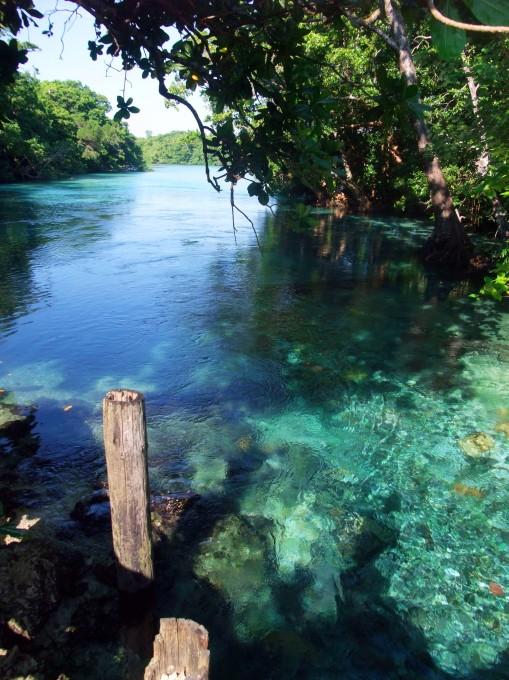 Rivière proche du Ri Ri Blue Hole